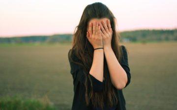 O que fazer quando você é muito tímida e não consegue fazer novas amizades?