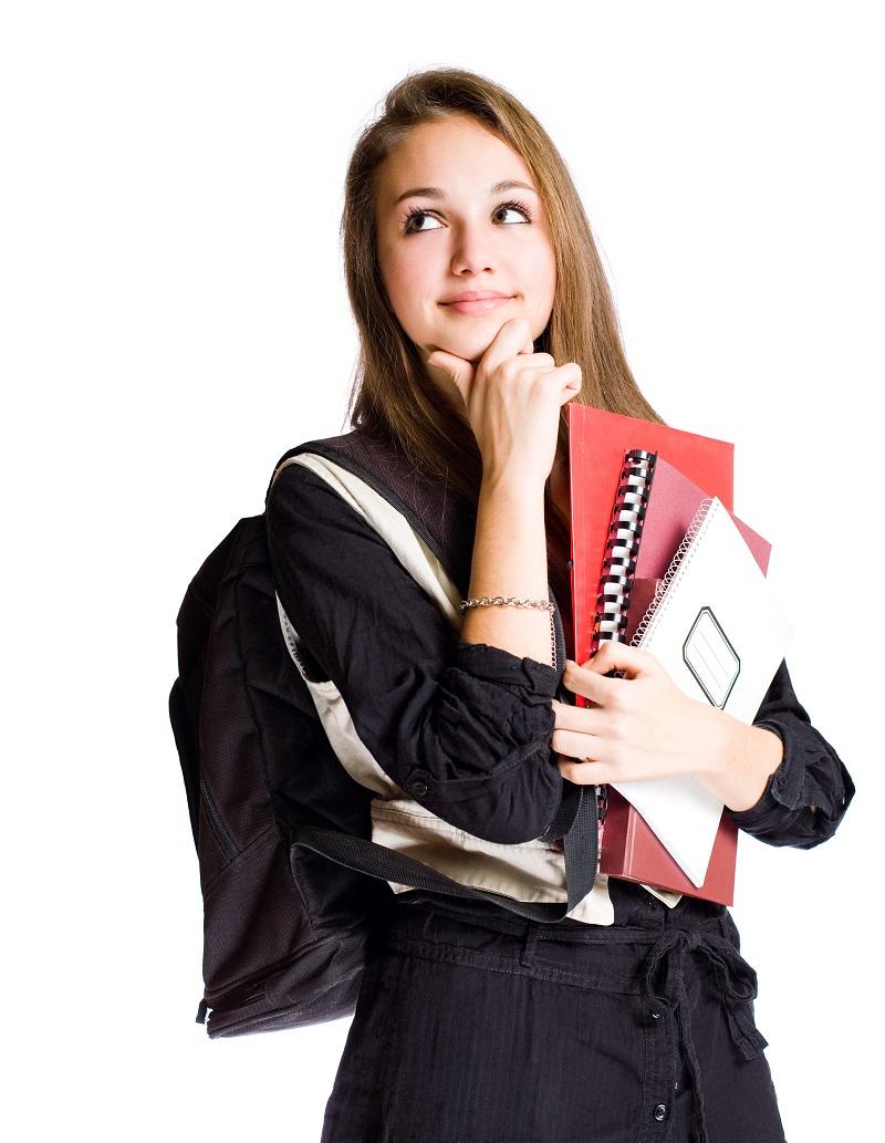 Menina branco com mochila nas costas e livros na mão