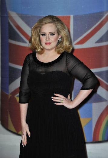 Adele vai lançar música até o final do ano