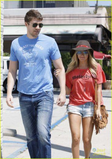 Ashley Tisdale e Scott Speer estão namorando de novo