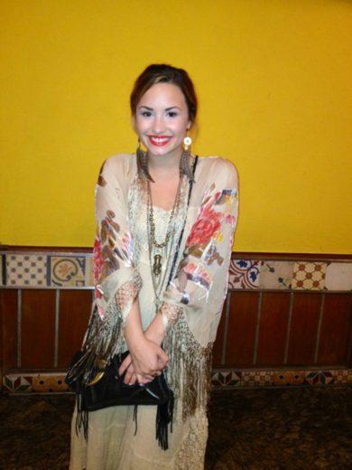Demi Lovato em churrascaria no Rio de Janeiro