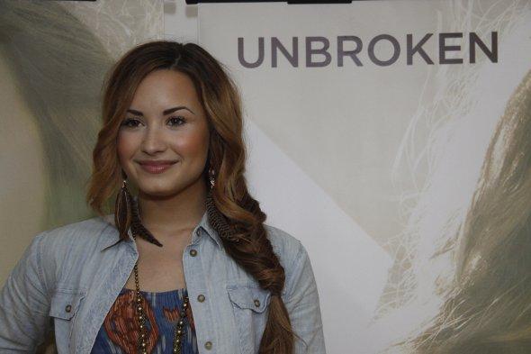 Demi Lovato na entrevista coletiva no Brasil