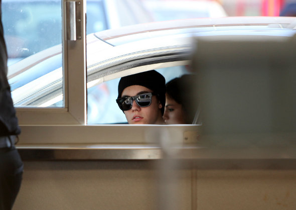 Justin Bieber e Selena Gomez em Fast Food