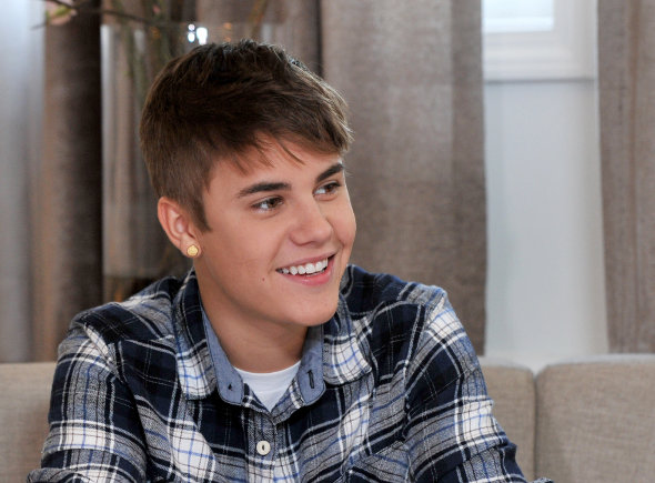 Justin Bieber faz visita surpresa à escola nos Estados Unidos