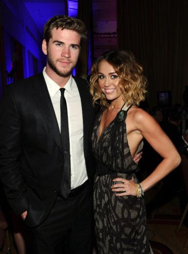 Miley Cyrus e Liam Hemsworth brigam durante festa