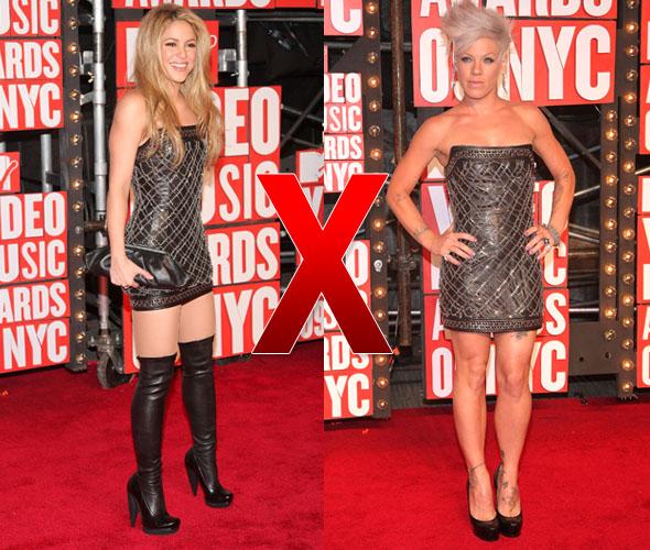 Shakira e Pink com vestido tomara-que-caia da Balmain