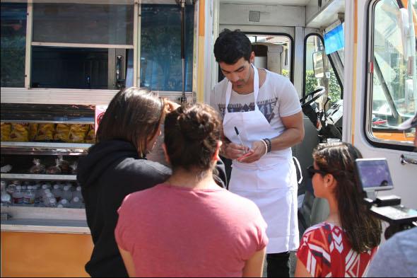 Jonas Brothers participam de causas sociais em Nova York