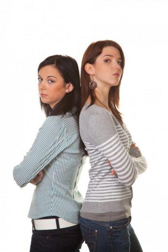 Como lidar com a amiga que quer manter distância de você