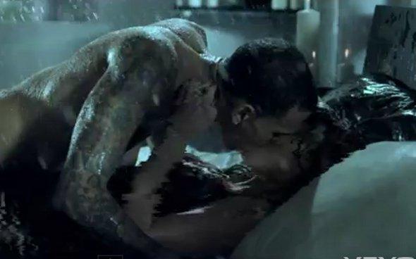 Chris Brown aparece saradão em novo clipe! *-*