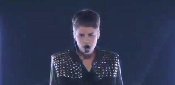 Justin Bieber canta Boyfriend ao vivo pela primeira vez!