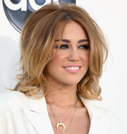 """Miley Cyrus fala sobre cena de sexo em """"Lola"""""""