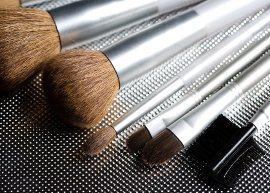 Como limpar os pincéis de maquiagem e conservá-los