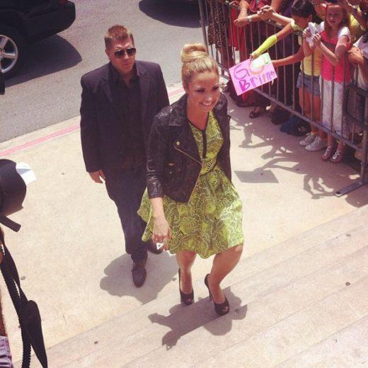 Britney Spears e Demi Lovato participam da primeira audição do X-Factor