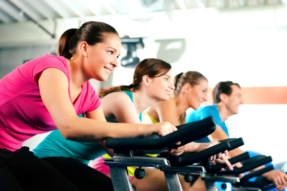 Exercícios físicos para fazer em casa e na academia no inverno