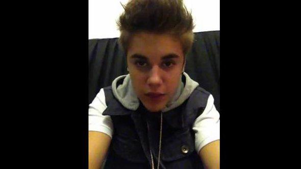 Justin Bieber se emociona e manda recado para fãs