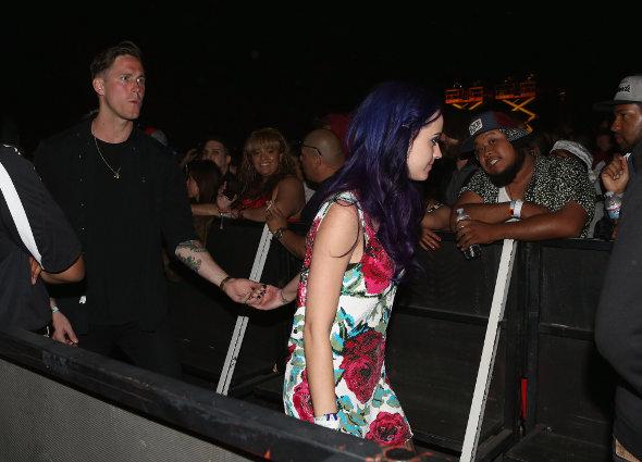 Katy Perry dá guitarra de presente para novo namorado