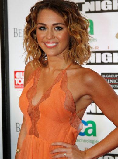Miley Cyrus desabafa sobre mudanças de peso!