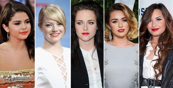 Selena Gomez, Emma Stone, Kristen Stewart, Miley Cyrus e Demi Lovato amam vermelho!