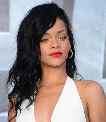 """Rihanna desabafa no twitter: """"eu não estou doente"""""""