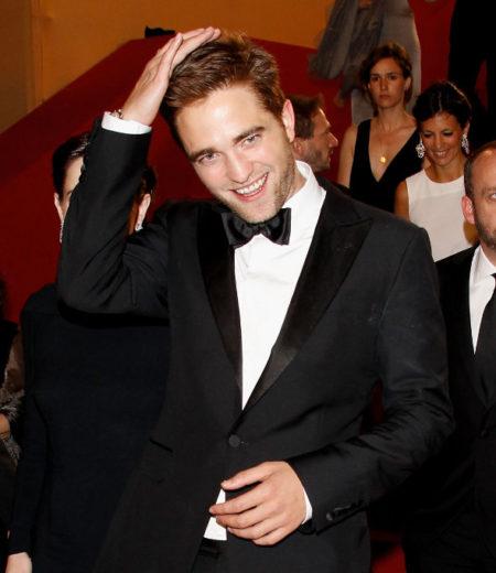 Robert Pattinson dá de cara com a porta do ônibus de Justin Bieber!
