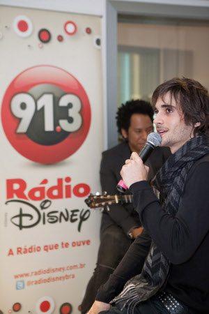 Tarde inesquecível: Fiuk  realiza sonho de fãs na Rádio Disney