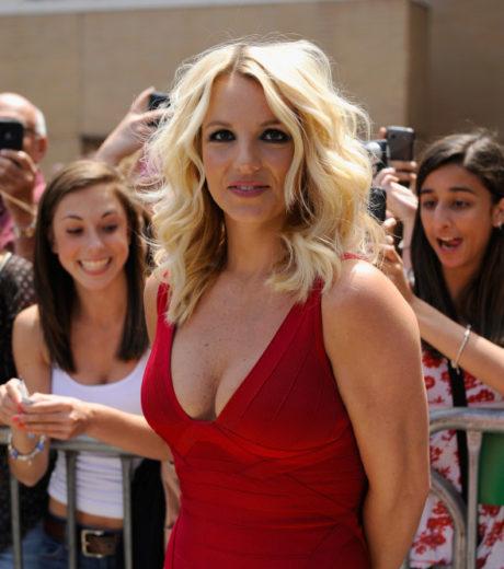 "Britney Spears recebe homenagem desastrosa no ""The X Factor"""