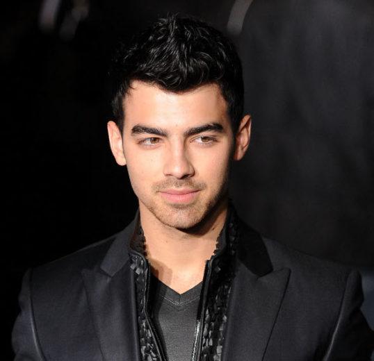 Joe Jonas promete novo álbum do Jonas Brothers até o fim do ano! \o/