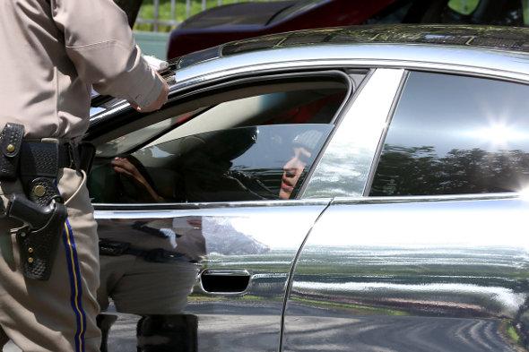 Justin Bieber leva multa por dirigir rápido demais!