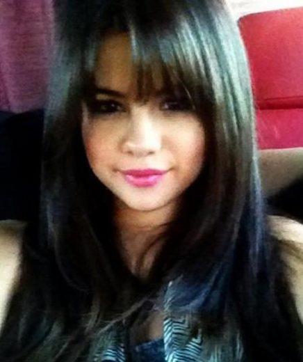 Selena Gomez muda o visual
