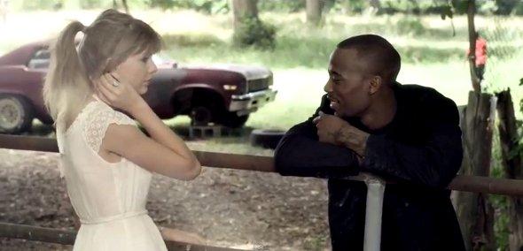 """Taylor Swift e B.o.B lançam clipe de """"Both Of Us"""""""