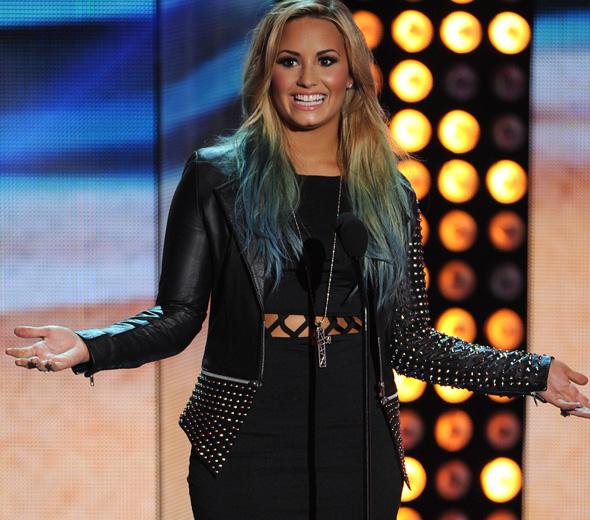 Demi Lovato vai lançar novo single em dezembro