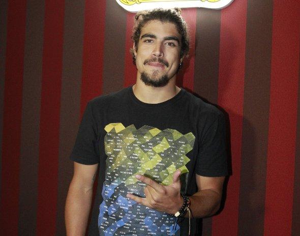"""Caio Castro fala sobre férias prolongadas: """"sou uma pessoa normal"""""""