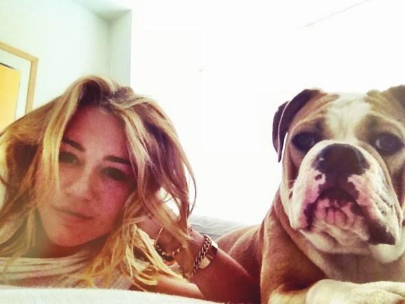 Miley Cyrus diz que os cachorros comeram seus diamantes!