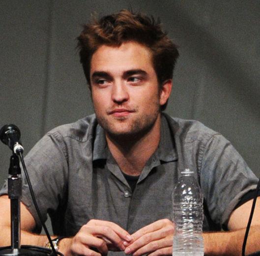 Fãs estão enviando presentes a Robert Pattinson