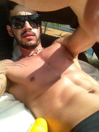 Gusttavo Lima posta foto de sunga em rede social
