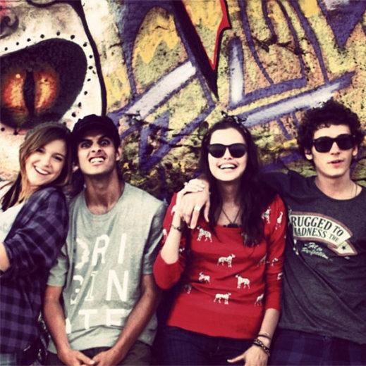 Atriz de Malhação publica foto com o elenco *-*