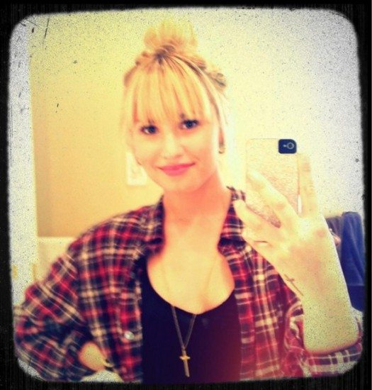 Demi Lovato muda o visual e adota franja