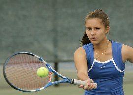 Conheça a estudante e jogadora de tênis Isadora Busch