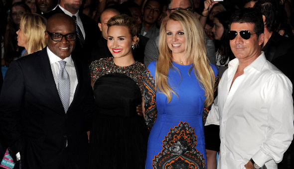 Demi Lovato cai no choro com candidata do The X Factor