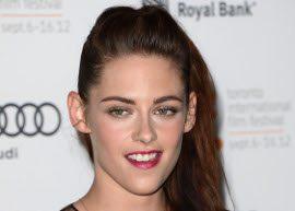 """Estamos totalmente bem"", diz Kristen Stewart sobre Robert Pattinson"