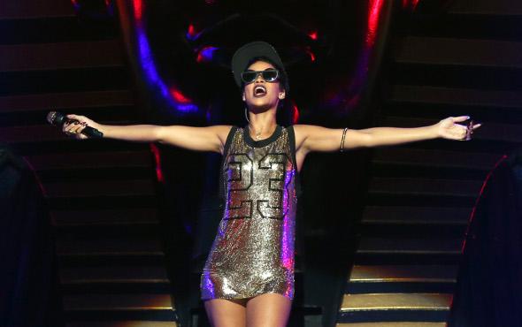 Rihanna lança novo single: Diamonds!