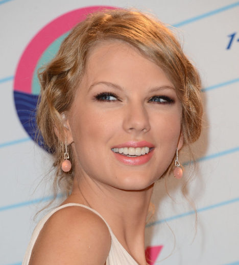 "Taylor Swift lança clipe de ""We Are Never Ever Getting Back Together"""