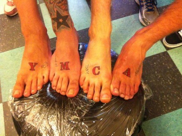 McFly faz tatuagem conjunta!
