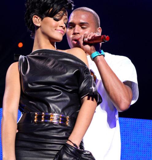 Chris Brown diz amar Rihanna e Karrueche em vídeo