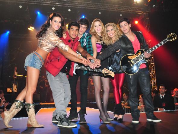 Rebeldes gravam seu primeiro show juntos!