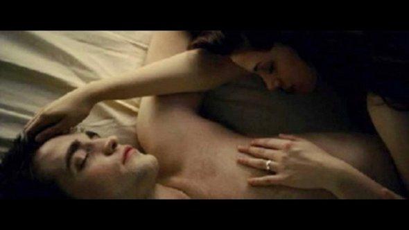 """Robert Pattinson descreve cena de sexo em Amanhecer- parte 2: """"Ridícula!"""""""