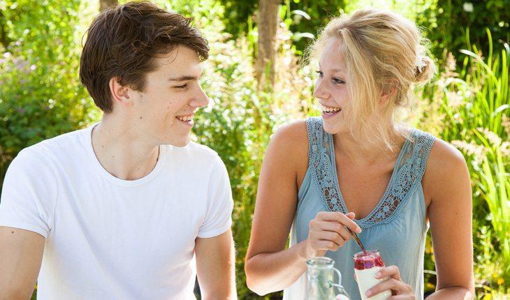 Como conquistar o melhor amigo: dê indiretas