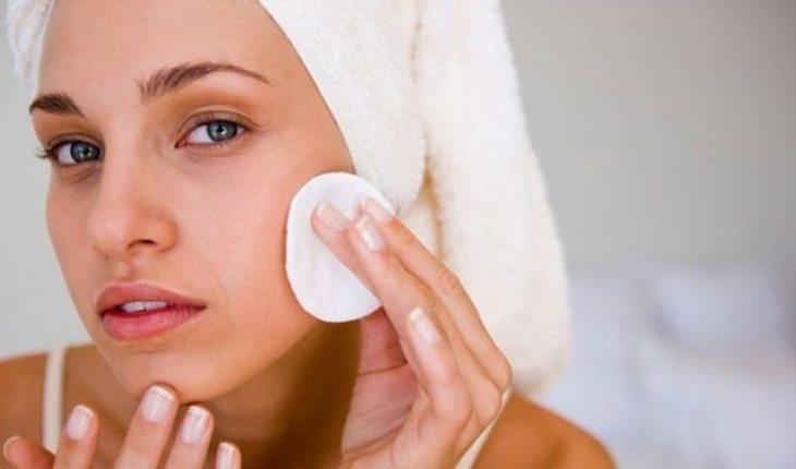 Dicas de cuidados com a pele: loção adstringente