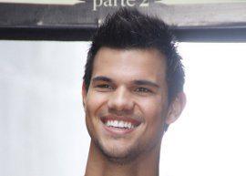 Veja o que rolou na primeira entrevista de Taylor Lautner no Brasil!