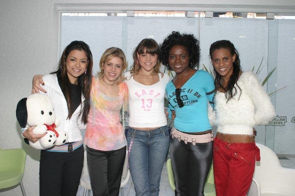 Meninas da banda Rouge juntas
